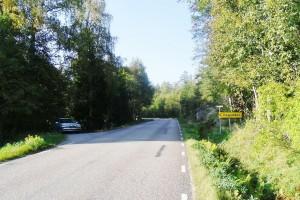 Skylt som visar var du kan svänga av till vänster mot Hagudden