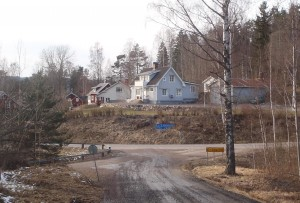 Skylt: 15 Östra Ämtervik, här ska du svänga vänster